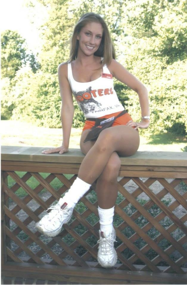 Hooter girls in pantyhose